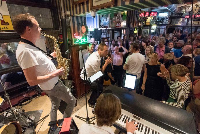Jazz in Duketown in de kroegen: Dirty Harry Jazzband in Stadscafé de Basiliek