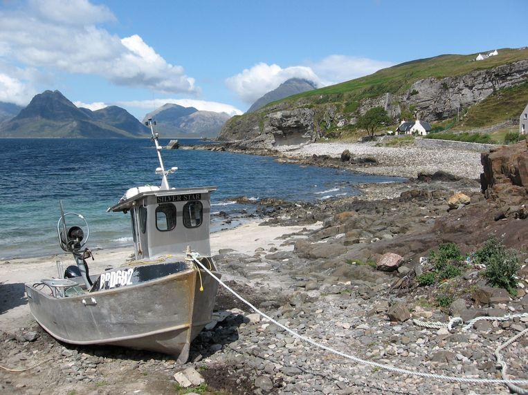 Een vissersboot op het droge. Beeld Harmen Van Dijk