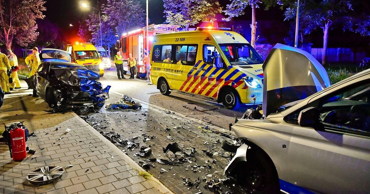 Vijf jongeren gewond bij ongeluk in Bladel: bestuurder onder invloed van alcohol botst op geparkeerde auto.