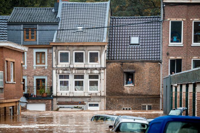 Les chances que ces voitures roulent encore après la décrue sont minces. Si les propriétaires ne disposent pas d'une assurance adéquate, ils devront espérer que l'inondation soit reconnue comme une catastrophe naturelle par le gouvernement.