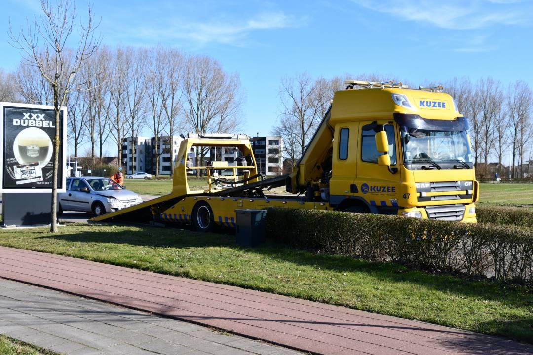 Een van de drie auto's die bij het ongeluk betrokken waren, moest worden opgehaald door een bergingsbedrijf.