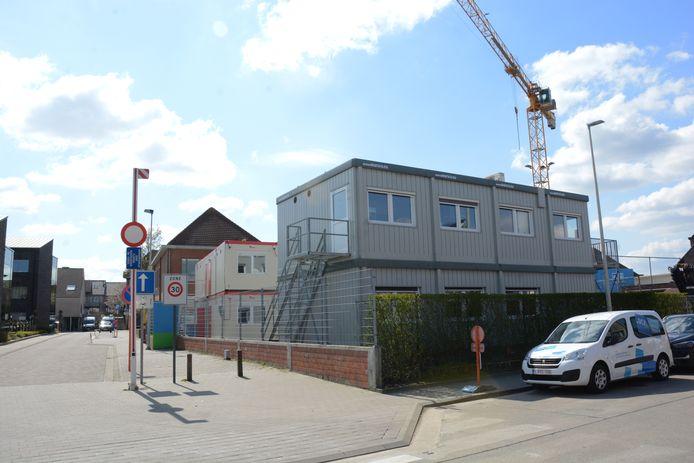 De klascontainers in de Kalishoekstraat verdwijnen in een tweede fase voor de bouw van een grote halfondergrondse fietsenstalling.