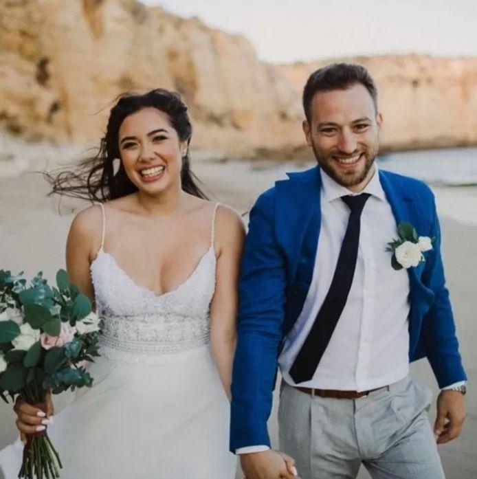 Caroline Crouch (20) en haar echtgenoot Babis Anagnostopoulos (32).