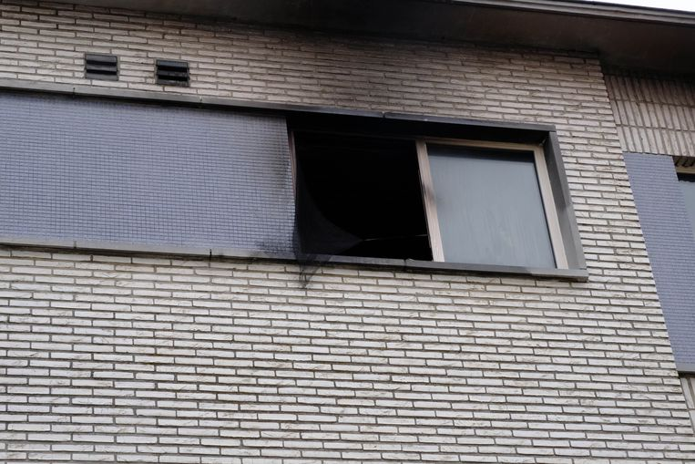 Het raam waaruit de moeder sprong.