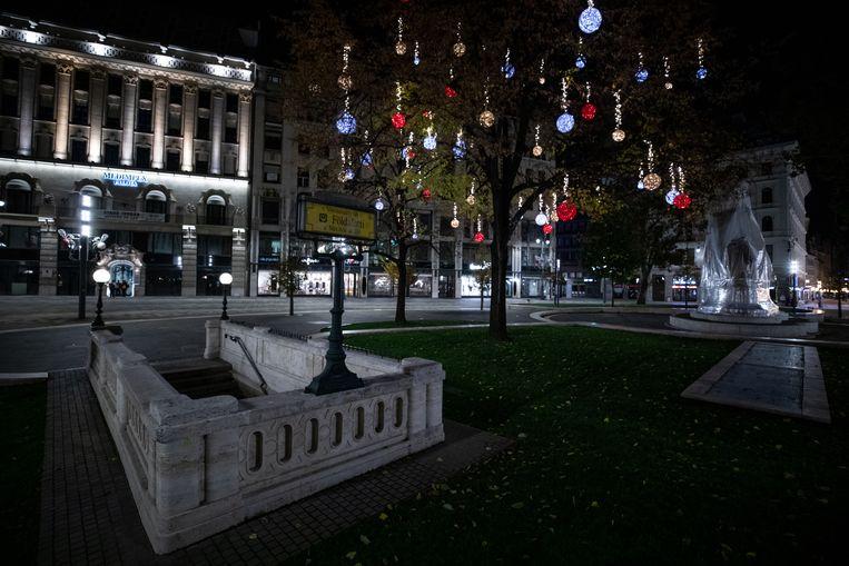 Lege straten in Boedapest door de avondklok. Beeld Getty Images