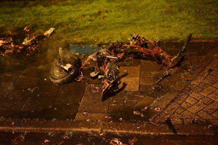 Er brandde woensdagavond een deelscooter af in Breda.
