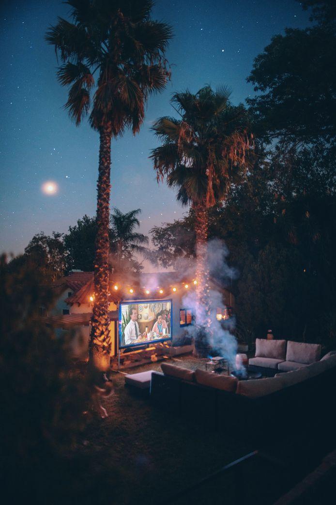 À défaut d'avoir les palmiers tout de suite, on peut avoir le film sur grand écran où et quand on veut.