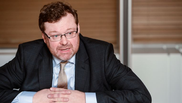 FSMA-topman Jean-Paul Servais tijdens een persconferentie.
