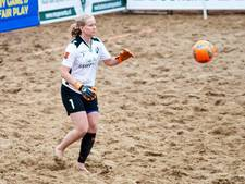 Arnhemse keepster van Nederlands beachsoccerteam naar Portsmouth