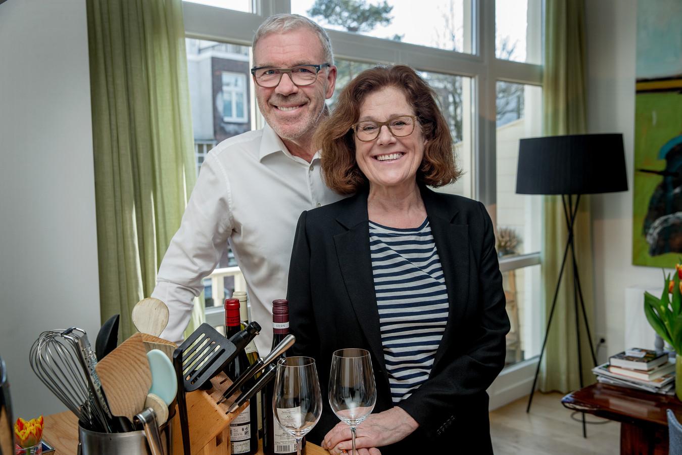 Mevrouw Hamersma runt een kookboekwinkel, meneer Hamersma weet alles over wijn: een gouden combinatie.
