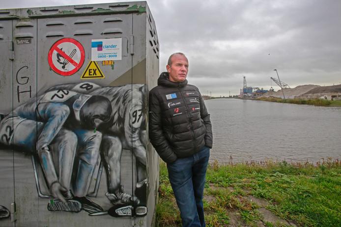 Henk Angenent, terug bij De Zwette in Leeuwarden, waar hij in 1997 de schaatsen onderbond.