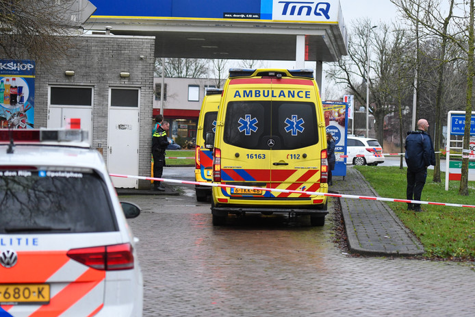 Politie doet onderzoek bij TinQ in Zwammerdam.