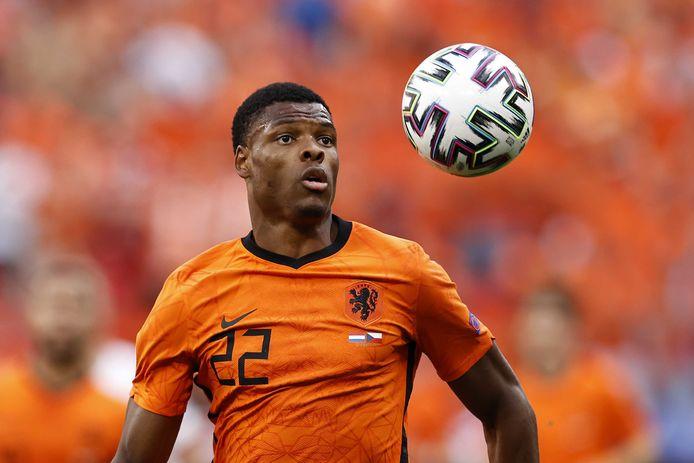 Denzel Dumfries speelde zich behoorlijk in de kijker met zijn goede optredens namens het Nederlands elftal op het EK.