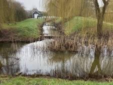 Roep om veiliger waterbergingen in de wijk na verdrinken jongen Sas van Gent