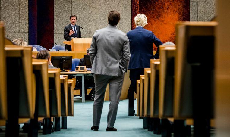 Thierry Baudet en Geert Wilders luisteren naar Mark Rutte. Beeld ANP
