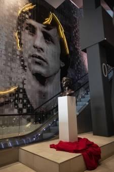 Suurbier onthult borstbeeld Johan Cruijff in Arena