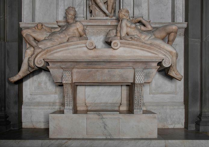 De marmeren graftombe van Lorenzo II de' Medici in Firenze, vervaardigd door Michelangelo, is weer helemaal schoon.