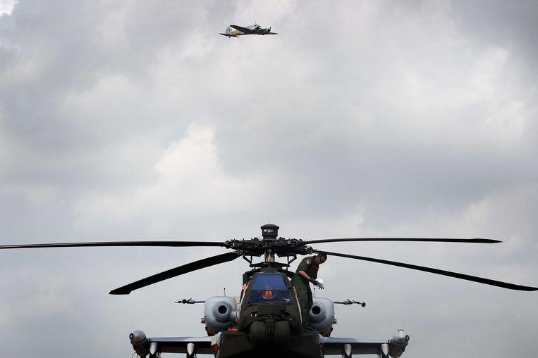 2013-06-14 VOLKEL - Een helikopterdemonstratie tijdens de Luchtmachtdagen op vliegbasis Volkel. Tijdens de jaarlijkse Luchtmachtdagen wordt belangstellenden een overzicht getoond van het materieel, de taken en werkwijze van de luchtmacht. ANP BAS CZERWINSKI Beeld ANP