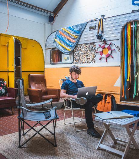 """Studenten kunnen caravans van hostel per dag huren als kot: """"Onze bedden staan toch zo goed als leeg"""""""