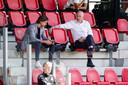 Algemeen directeur Toon Gerbrands (rechts) van PSV en technisch manager John de Jong.
