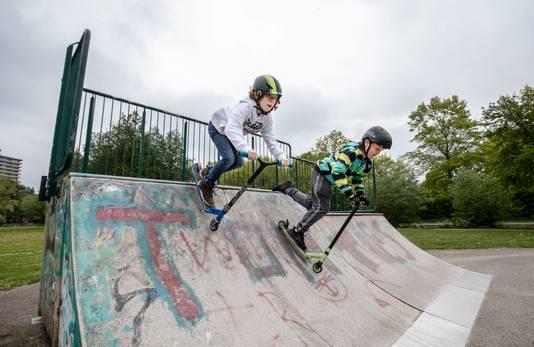 Mocne Hofhuis (links) en David Viguurs willen nieuwe skatebaan in park Noordwest.