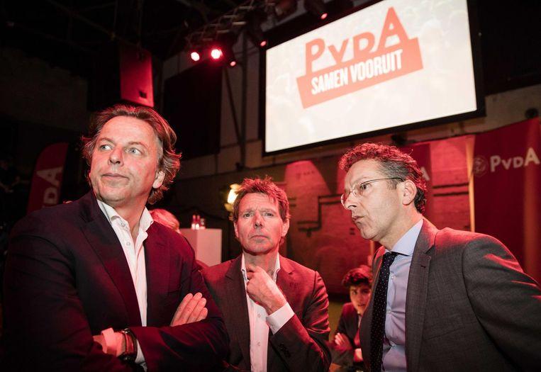 Ministers Koenders (links) en Dijsselbloem (rechts) volgen de verkiezingsavond. Beeld anp