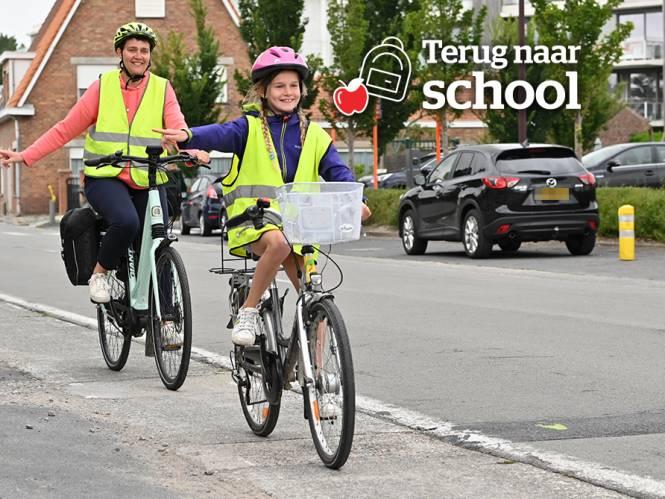 Verkeersdeskundige geeft essentiële tips voor eerste ritje naar school (en dit is hoe deze twee gezinnen alvast oefenen en het aanpakken)