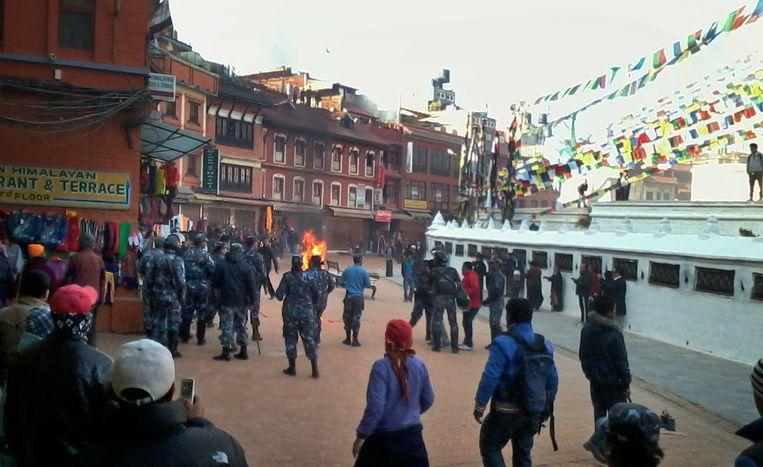 Een Tibetaanse monnik zet zichzelf in brand in Nepal Beeld AP