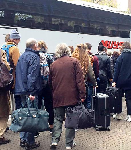Grote drukte in bussen tussen Roosendaal en Bergen op Zoom door mei-vakantie na treinontsporing