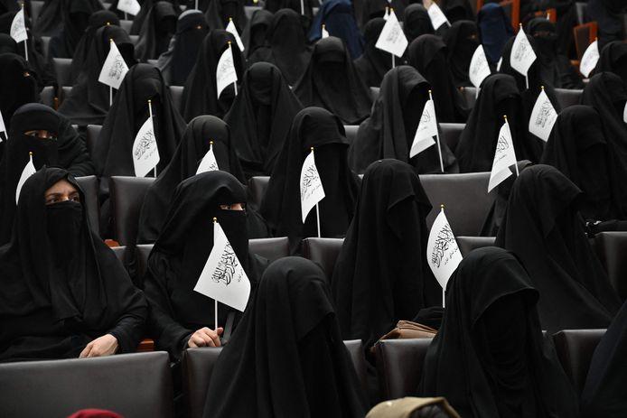 Afghaanse vrouwen organiseerden een demonstratie op de universiteit van Kaboel.