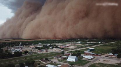Indrukwekkende zandstorm trekt over Texas
