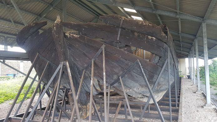 Het scheepswrak naast Batavia Stad in Lelystad heet niet De Zeehond, terwijl dat jarenlang gedacht is.