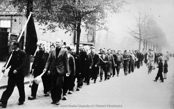 Na een actie van het Raalter verzet nemen de Duitsers 66 mannen uit Heino als gijzelaar mee naar Zwolle. Op 14 april keren ze heelhuids en opgelucht in optocht terug.
