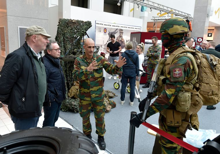 In februari installeerde defensie een pop-upstore in het Wijnegem Shopping Center. Beeld Photo News