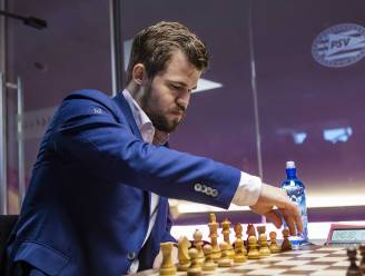 """""""Hier zijn geen excuses voor"""": wereldkampioen schaken Magnus Carlsen ziet recordreeks na 125 partijen eindigen"""