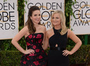 Tina Fey en Amy Poehler presenteren de Golden Globes.