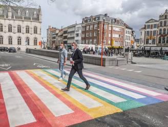 """Regenboogzebrapad luidt actieplan rond seksuele gelijkheid in Kortrijk in: """"We kregen al meldingen dat woningen omwille van geaardheid werden geweigerd"""""""