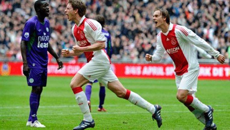 an Vertonghen (L) schreeuwt het uit na zijn 1-0 voor Ajax. Rechts ploeggenoot Siem de Jong. Foto ANP Beeld