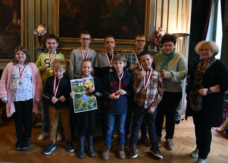 Negen kinderen van Woudlucht werden in de bloemetjes gezet in het stadhuis van Leuven.