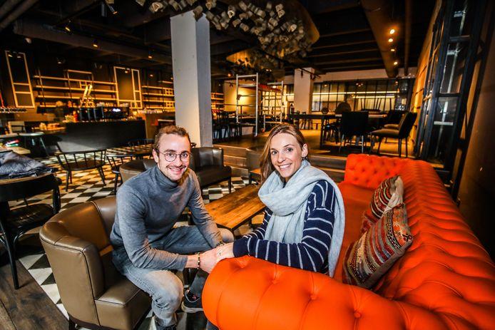 Thomas Renier en Alexia Quintens palmen het pand van Viva Sara Kaffee in.