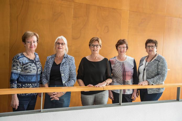 Leden van 70 jarig dameskoor in Someren. vlnr Adrie van Bussel, Marijke Palstra, Ria Deelen, Gerda Verberne en Ria Das.