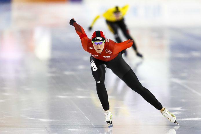 2020-10-30 15:05:18 HEERENVEEN - Jorien ter Mors in actie tegen Antoinette de Jong op de 1500 meter tijdens de NK Afstanden. ANP VINCENT JANNINK