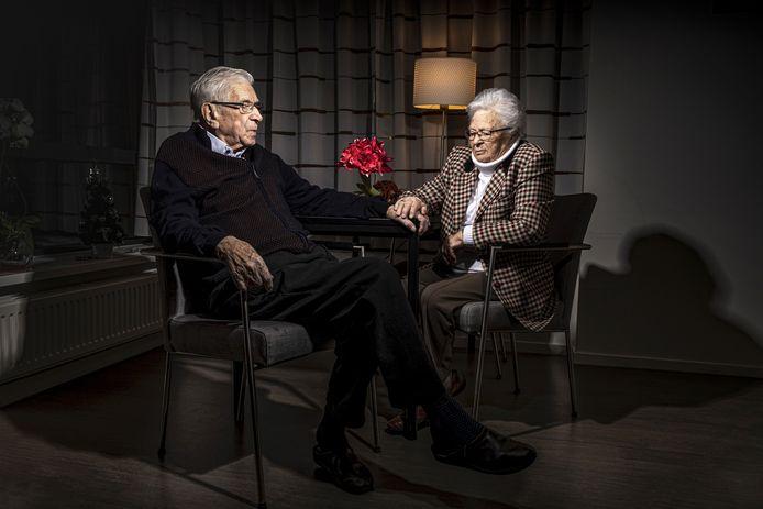 Edo en Betsie Schoonderbeek, vlak voor de dood van Edo in het hospice.