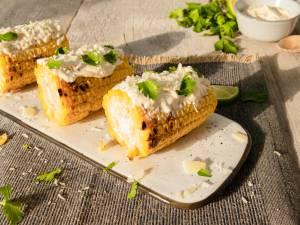 Wat Eten We Vandaag: Gegrilde maïskolven met frisse limoenmayonaise
