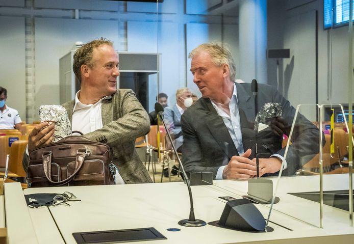 Financieel directeur Jachin Wildemans (links) en interim-directeur Edwin Reijntjes waren namens ADO Den Haag aanwezig bij het verweer van clubeigenaar UVS in de Haagse rechtbank.
