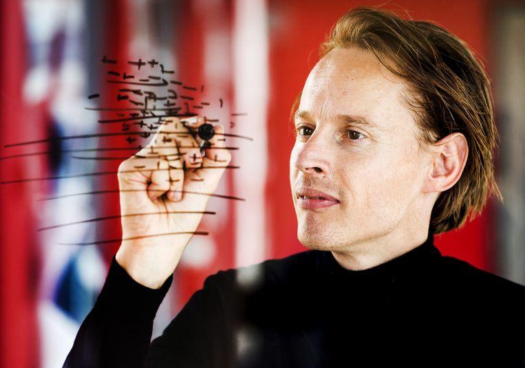 Kunstenaar en ontwerper Daan Roosegaarde in College Tour Beeld null