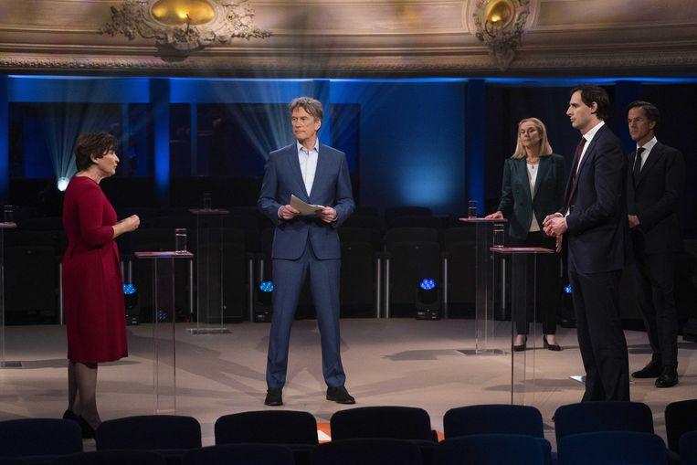 Ploumen verweet CDA-leider Hoekstra asociale plannen te hebben. De PvdA-leider werd daarop opnieuw geconfronteerd met het aandeel van haar partij in het kabinet-Rutte II. Beeld ANP