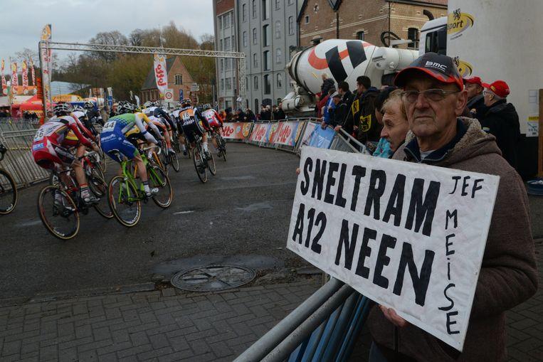 Anti-tramactivist Jef Van Droogenbroeck op de Meise-cross in Overijse (2013). Beeld Dieter Nijs