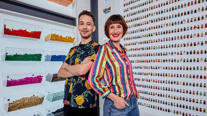 Jan Pennings en Lola Nouwens tussen hun geliefde Lego.