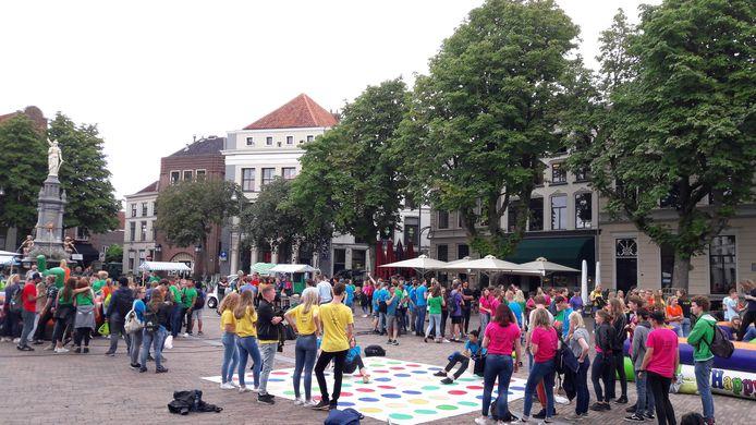 De introductie van de nieuwe studenten  in Deventer zorgt altijd voor veel vermaak, maar daarna zie je ze niet meer in de stad.